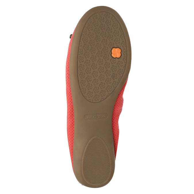 Red ballet pumps with flexible topline bata, red , 526-5617 - 26